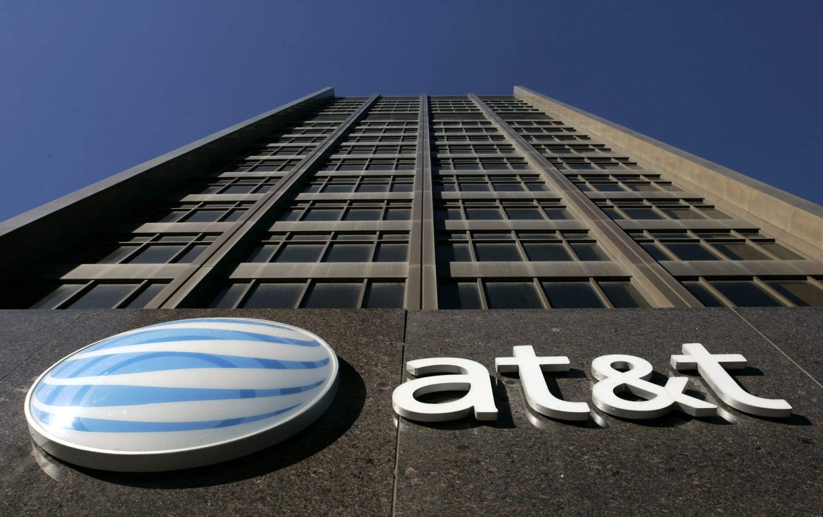 AT&T uses loophole to deny low-income internet discounts