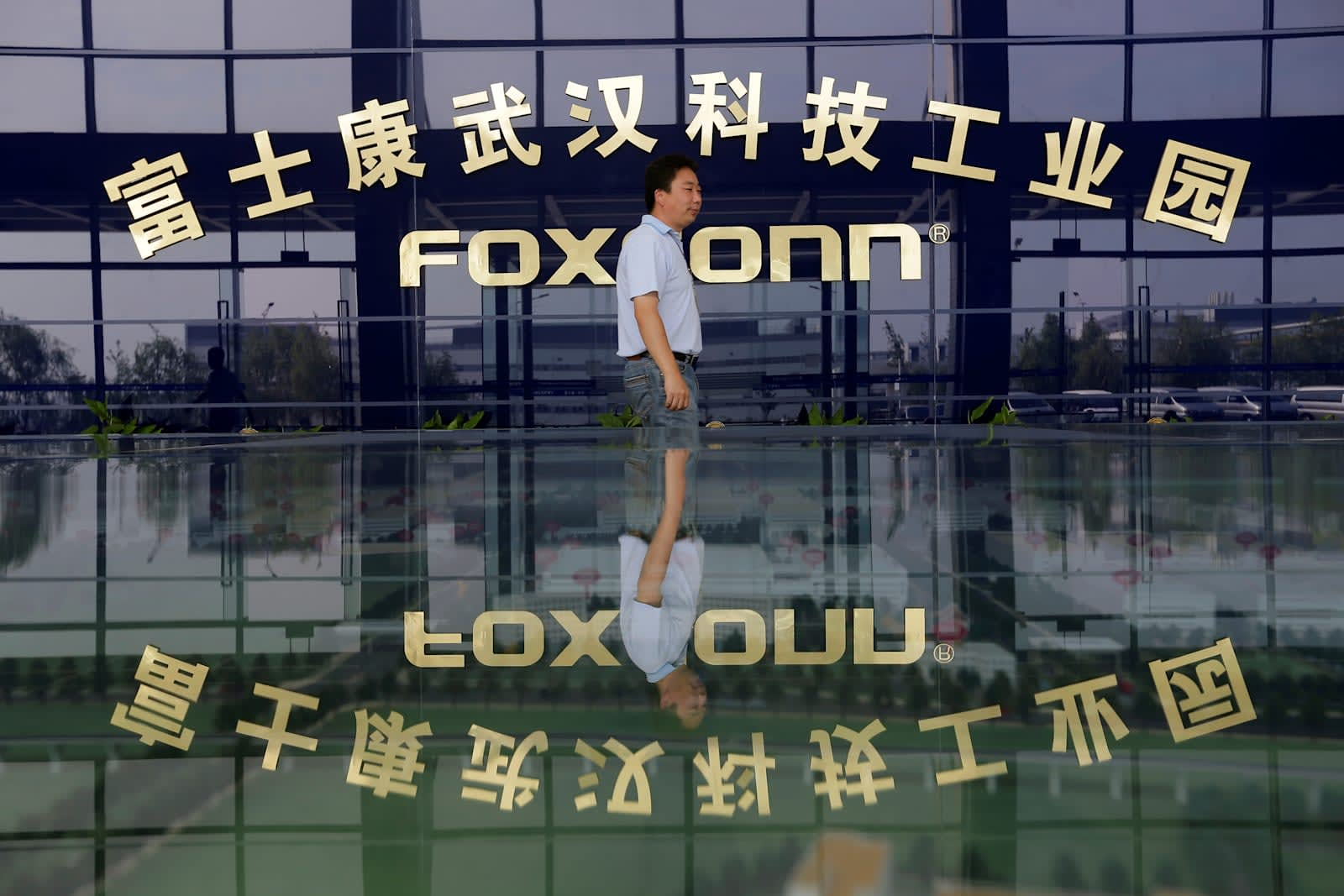 Foxconn exec faces 10 years for stealing 5,700 iPhones