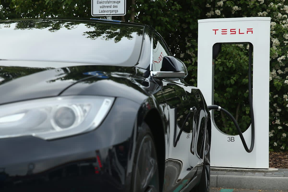 Elon Musk hopes to conquer electric car range limits by 2020