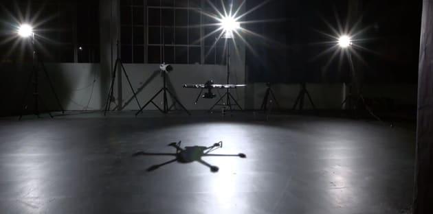 Tanzende Quadrocopter machen Werbung für Fotodrohnen (Video)