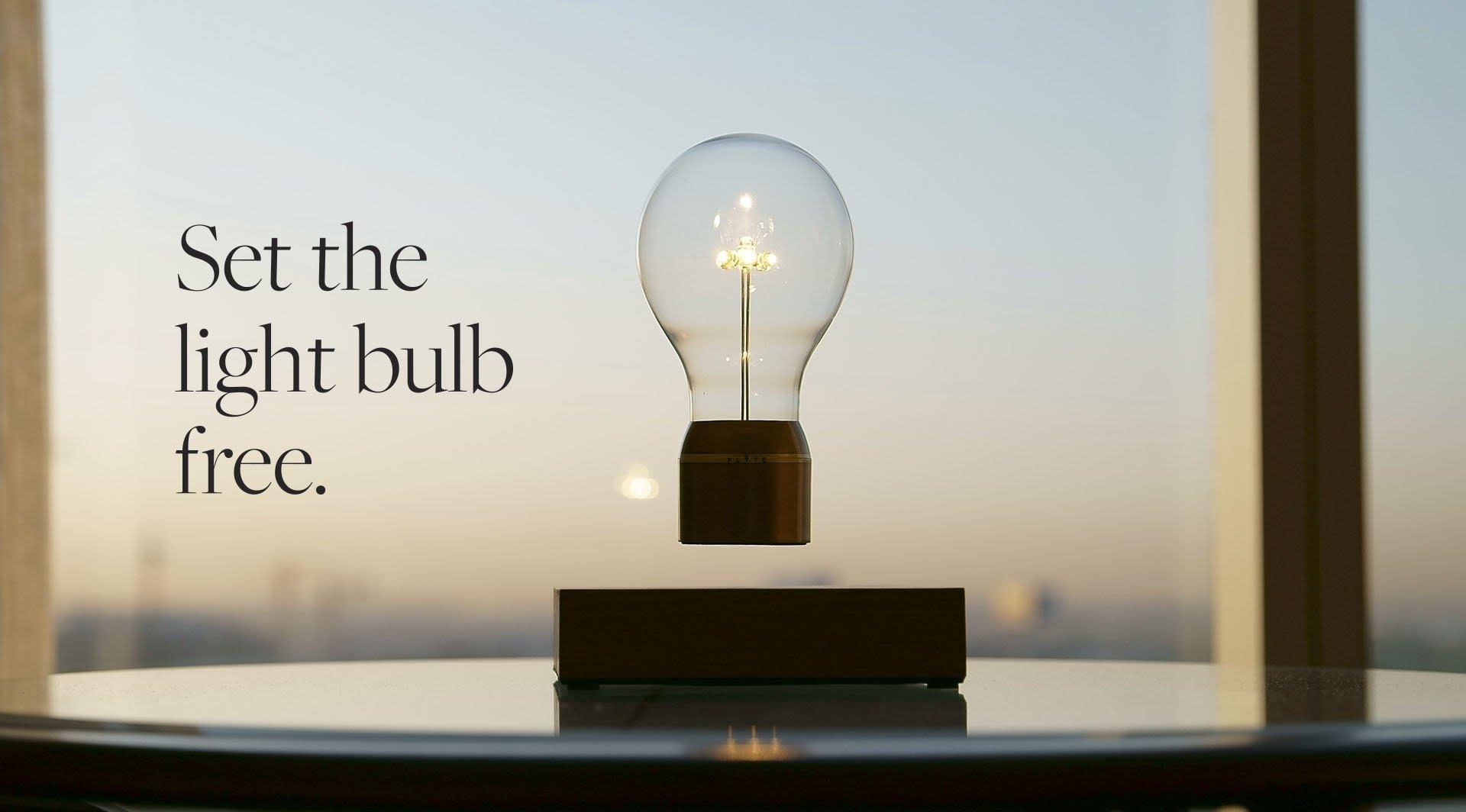flyte: schwebende glühbirne mit kabelloser stromversorgung