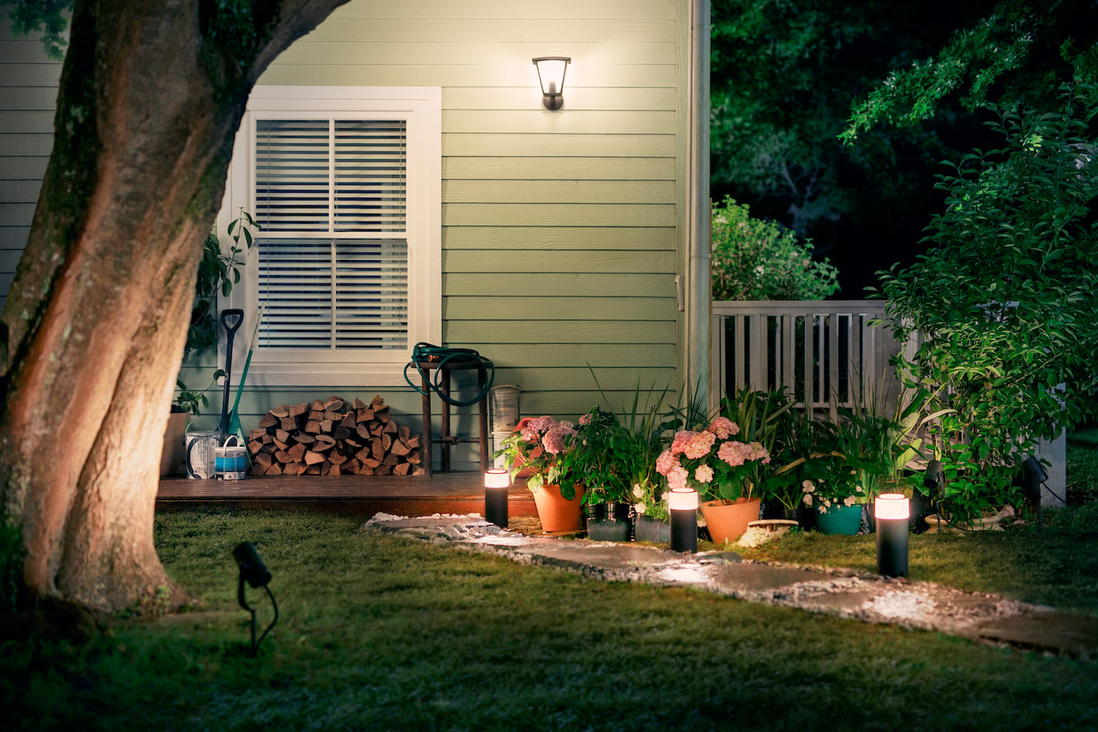 Philips Introduces Its First Outdoor Hue Lights Updated