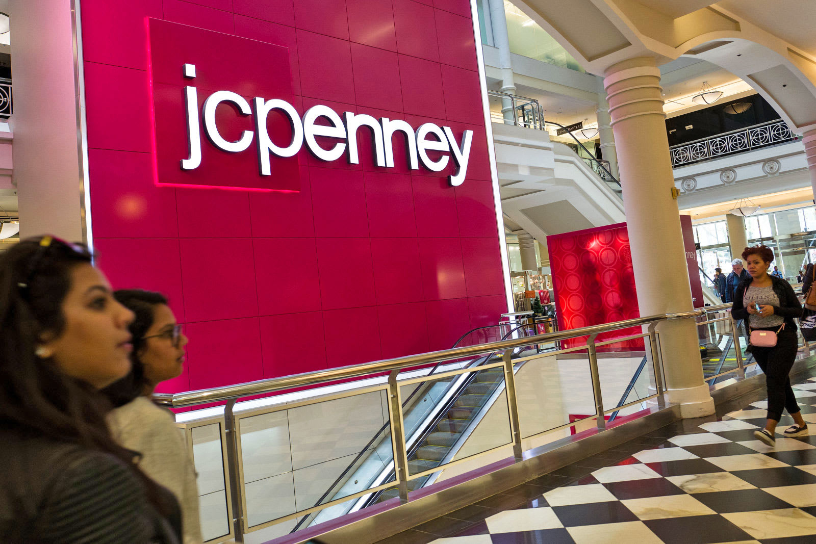 JCPenney joins the modern age and adopts Apple Pay