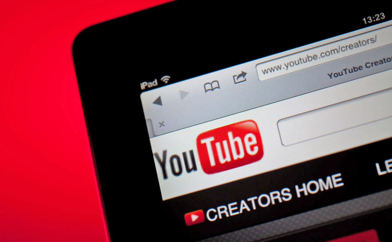 Study: Most YouTube influencers still don't disclose sponsored deals