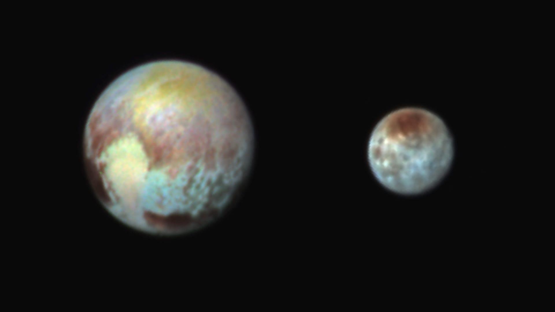 Falschfarbenfotos zeigen neue Details von Pluto und Charon