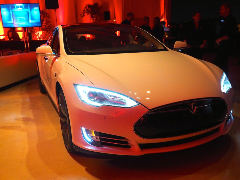 Tesla S D Unveiling Had A Little Early Reveal Thanks To Usa Today But Now We Ve Chance See It For Ourselves As Rumored Is Rolling Out New