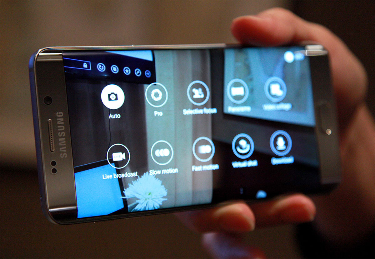 Watch out Periscope, Samsung's new phones stream video to YouTube