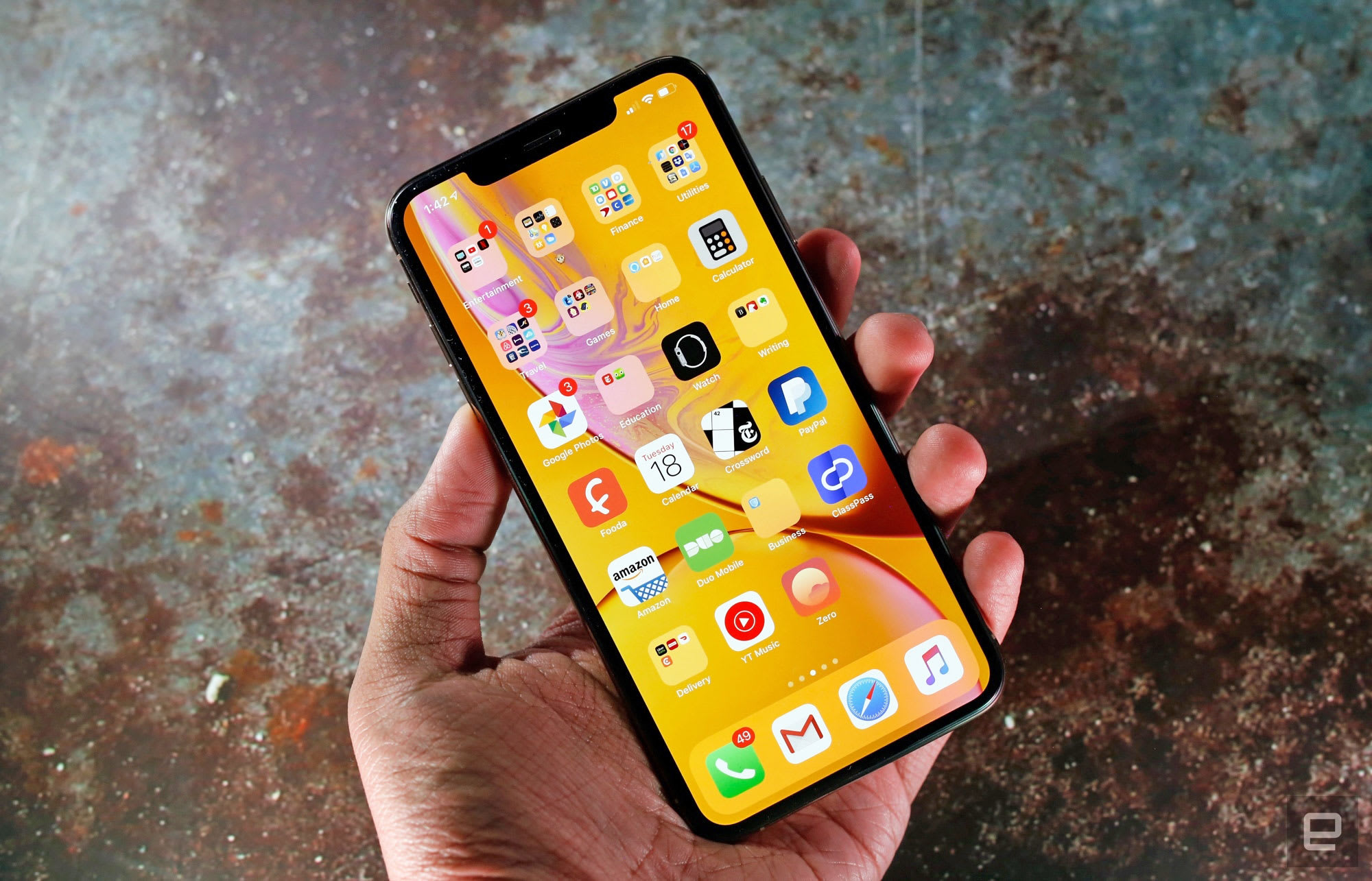 Apple issues update to fix iPhone XS charging and WiFi problems