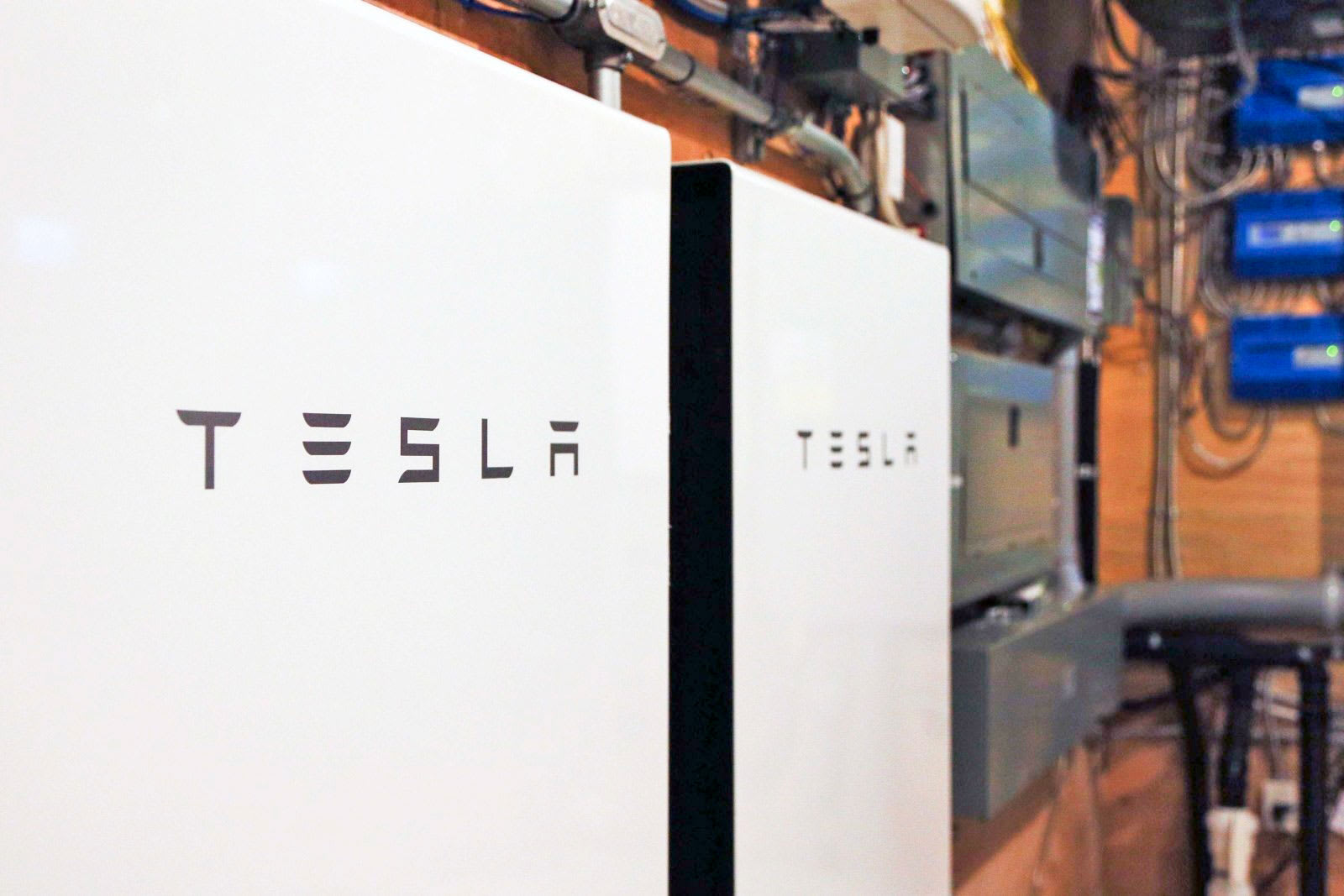 Tesla Powerwall For Sale >> Tesla S Powerwall Can Store Energy Ahead Of Storms
