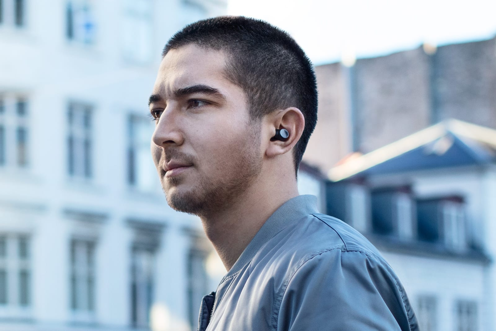 Earin S Latest Wireless Earbuds Tout Airpod Like Controls