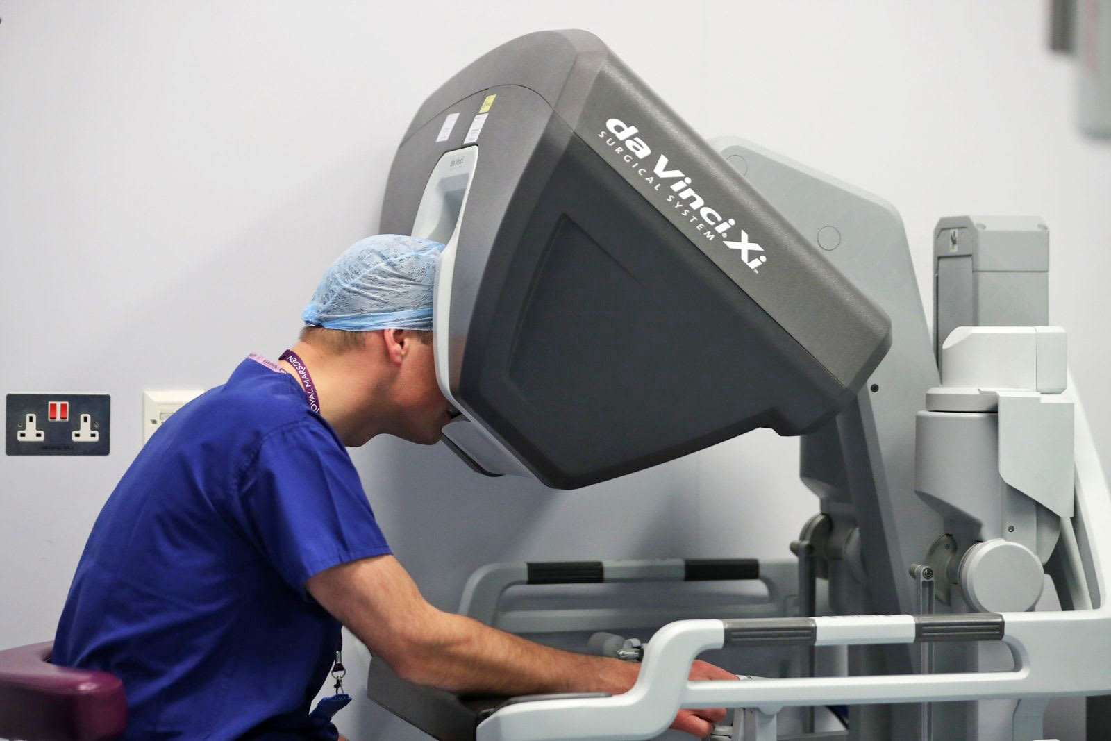 Penn doctors perform the first robot-assisted spinal surgery