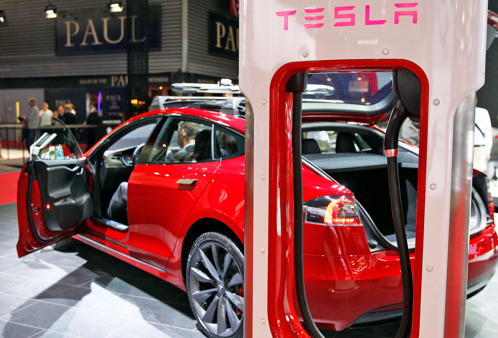 Chesnot Via Getty Images Tesla Batteries