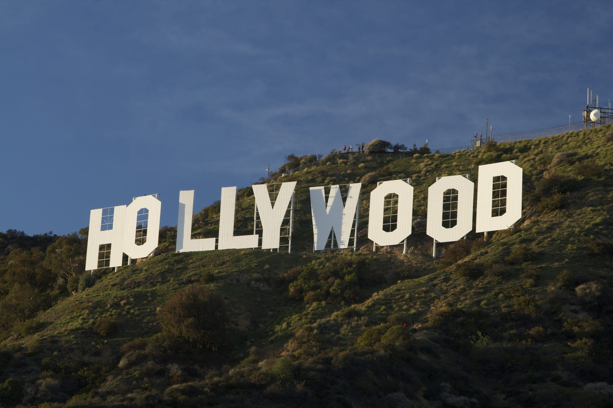 warner bros wants to build a sky tram to the hollywood sign