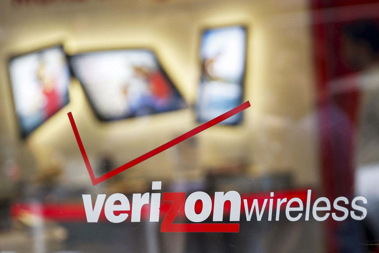 verizon finally adds free unlimited slow data to all its plans