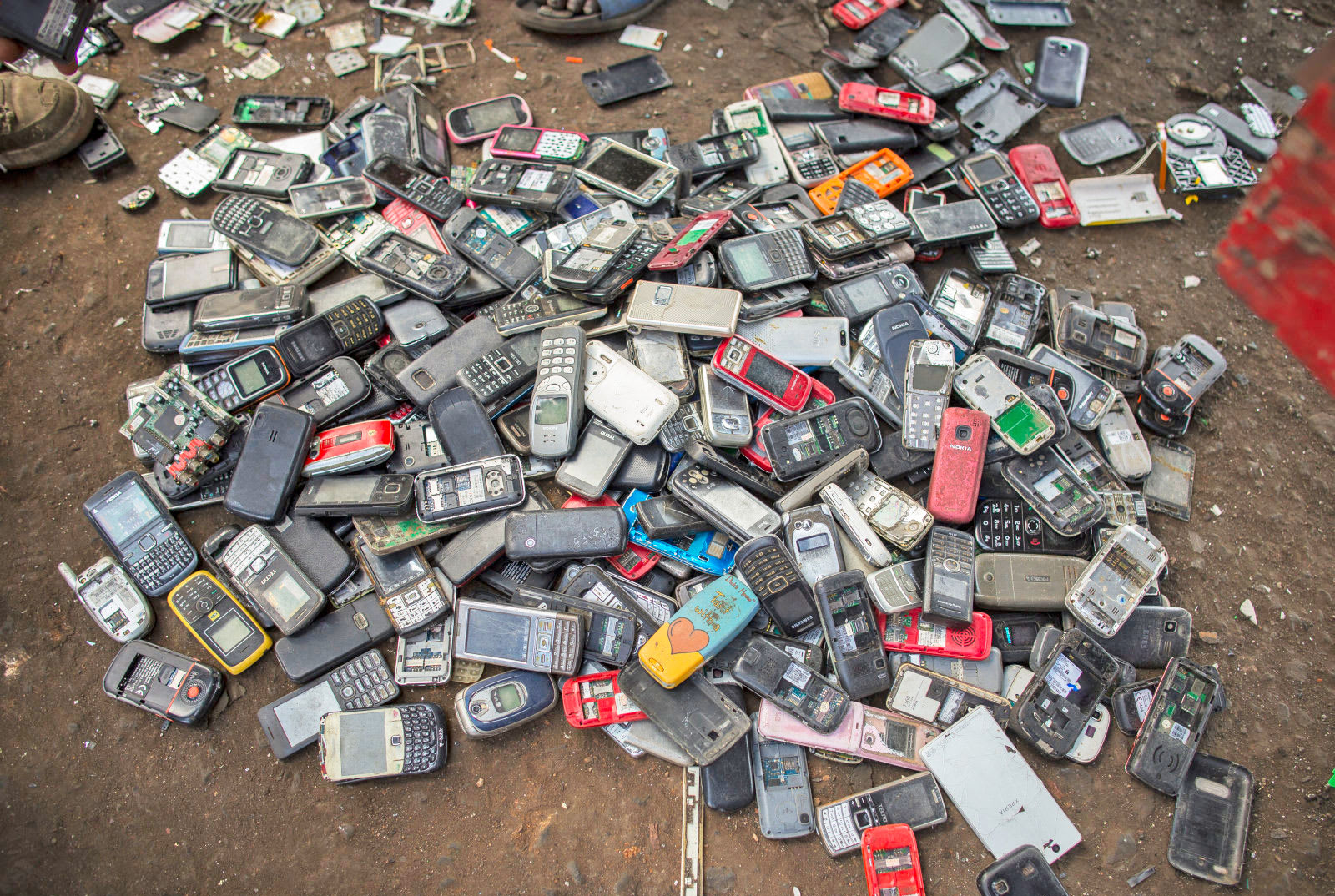 Greenpeace and iFixit slam smartphone companies over e-waste