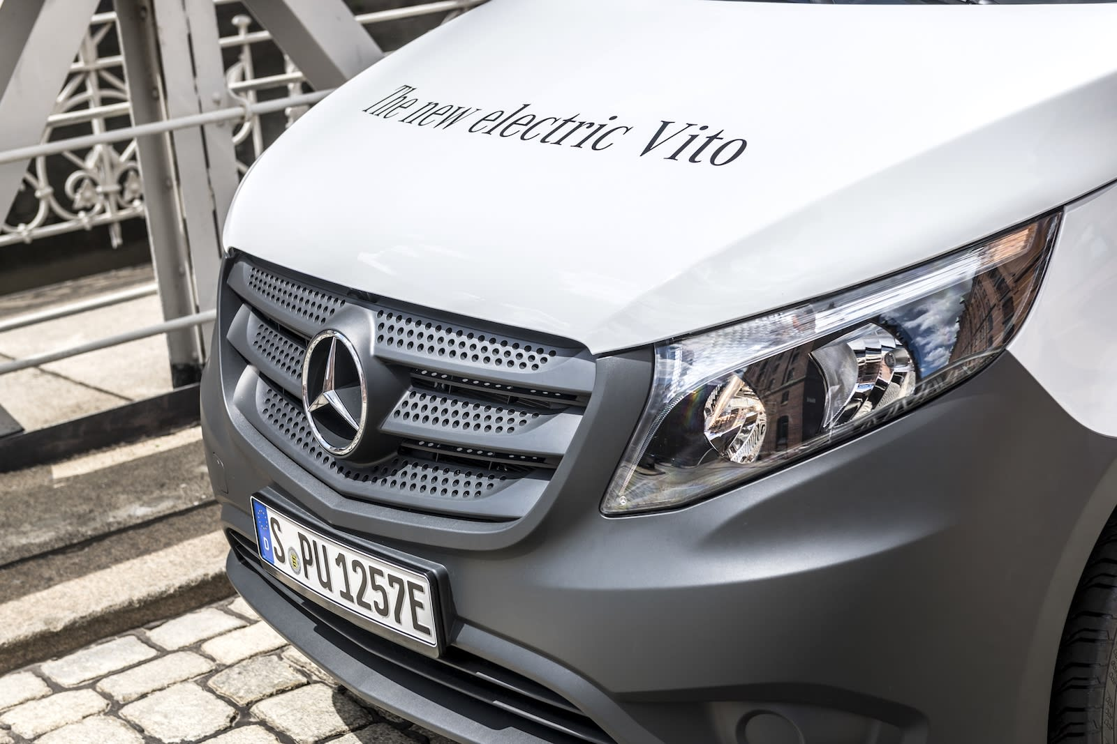 9949bb30d4 Amazon is buying 100 electric Mercedes delivery vans