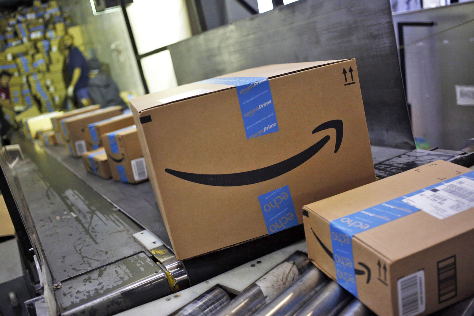Amazon lowers its free shipping threshold to counter Walmart