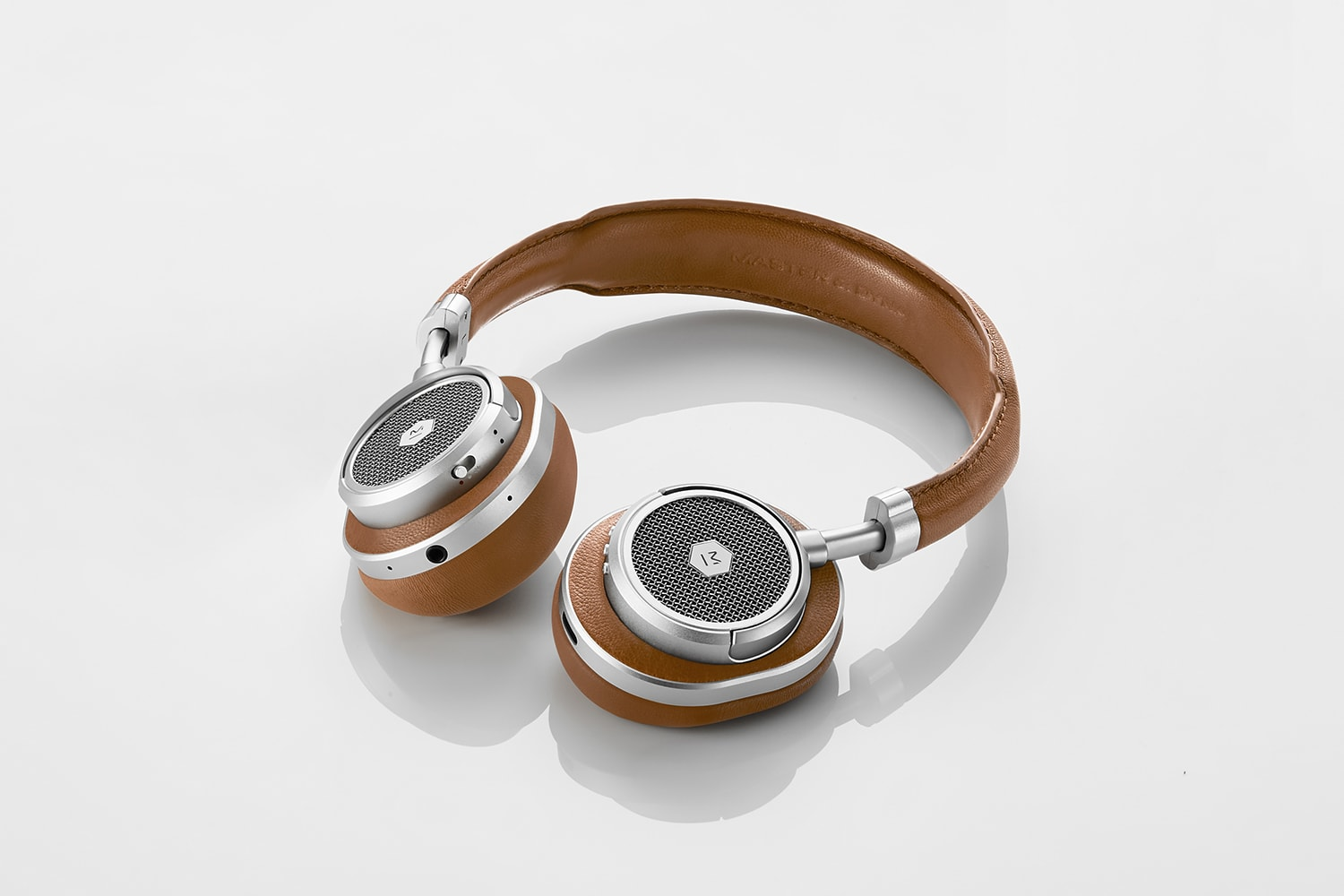 ae6b59f02cc ... Master & Dynamic debuted its first wireless headphones with the  over-ear MW60. Today, the company is adding to that product line with the  on-ear MW50.
