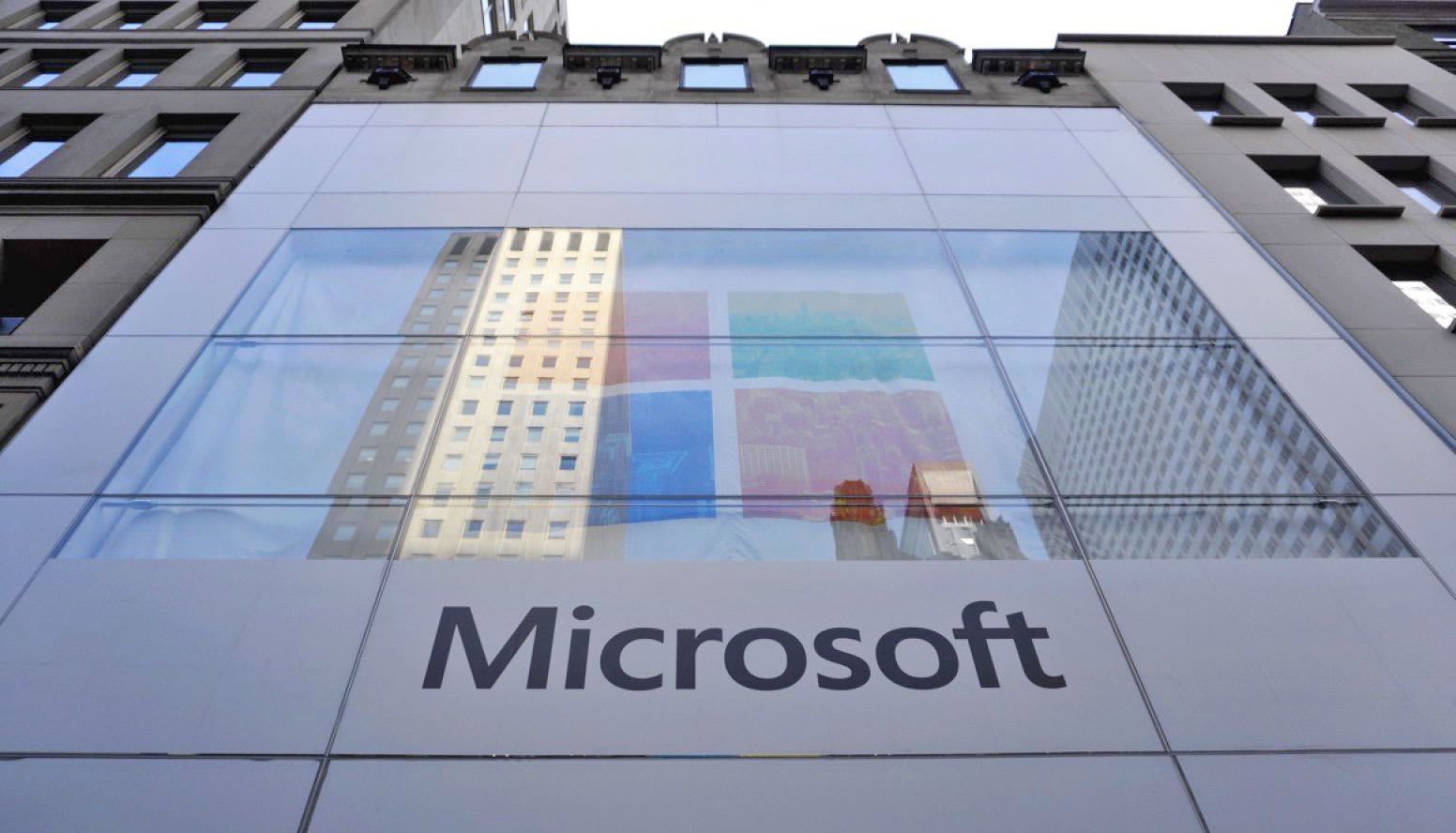 microsoft to lay off 3 000 people as it tries to boost azure