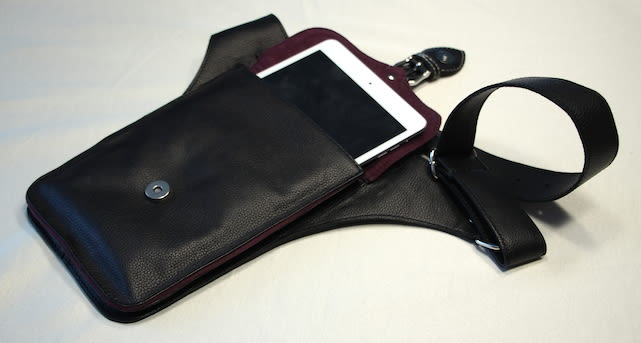 Now There S A Perfect Bag For Carrying An Ipad Mini Or Other Tech Goos Along With Your Regular Stash O Stuff And It Doesn T Look Like Something That