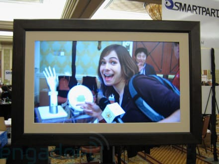 Hands On With Smartparts 32 Inch Digital Photo Frame
