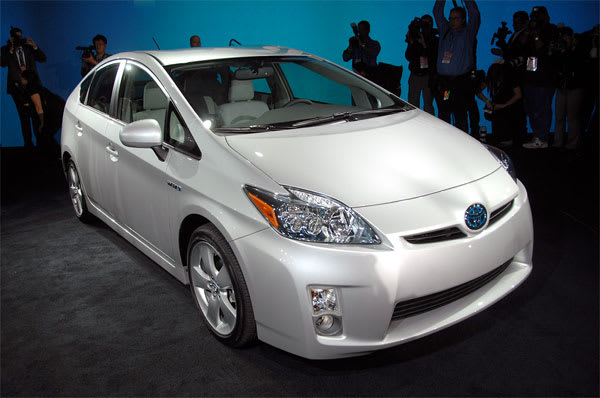 The Very Shoe Like 2010 Toyota Prius Has Made Its Official Debut At This Week S Detroit Auto Show Company Estimates It Ll Have A 50 Mpg Rating Up