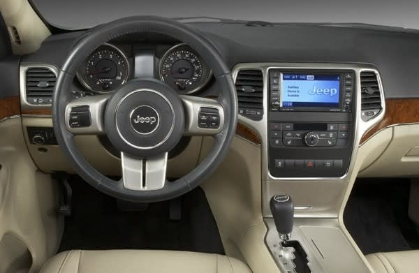 It S Not Quite As Elaborate That 12 Inch Dual View Touchscreen Found In The New 2010 Range Rover But Looks Like Chrysler 2017 Jeep Grand Cherokee