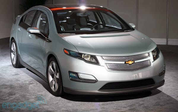 The Chevy Volt And Nissan Leaf Are Alike In A Lot Of Ways Both Rely On Electric Motors For Their Locomotion Have Earned Car Year Awards