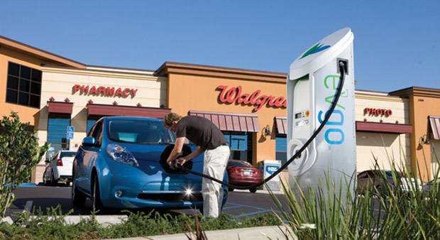 Nissan treats new Leaf owners in Texas to one year of free charging