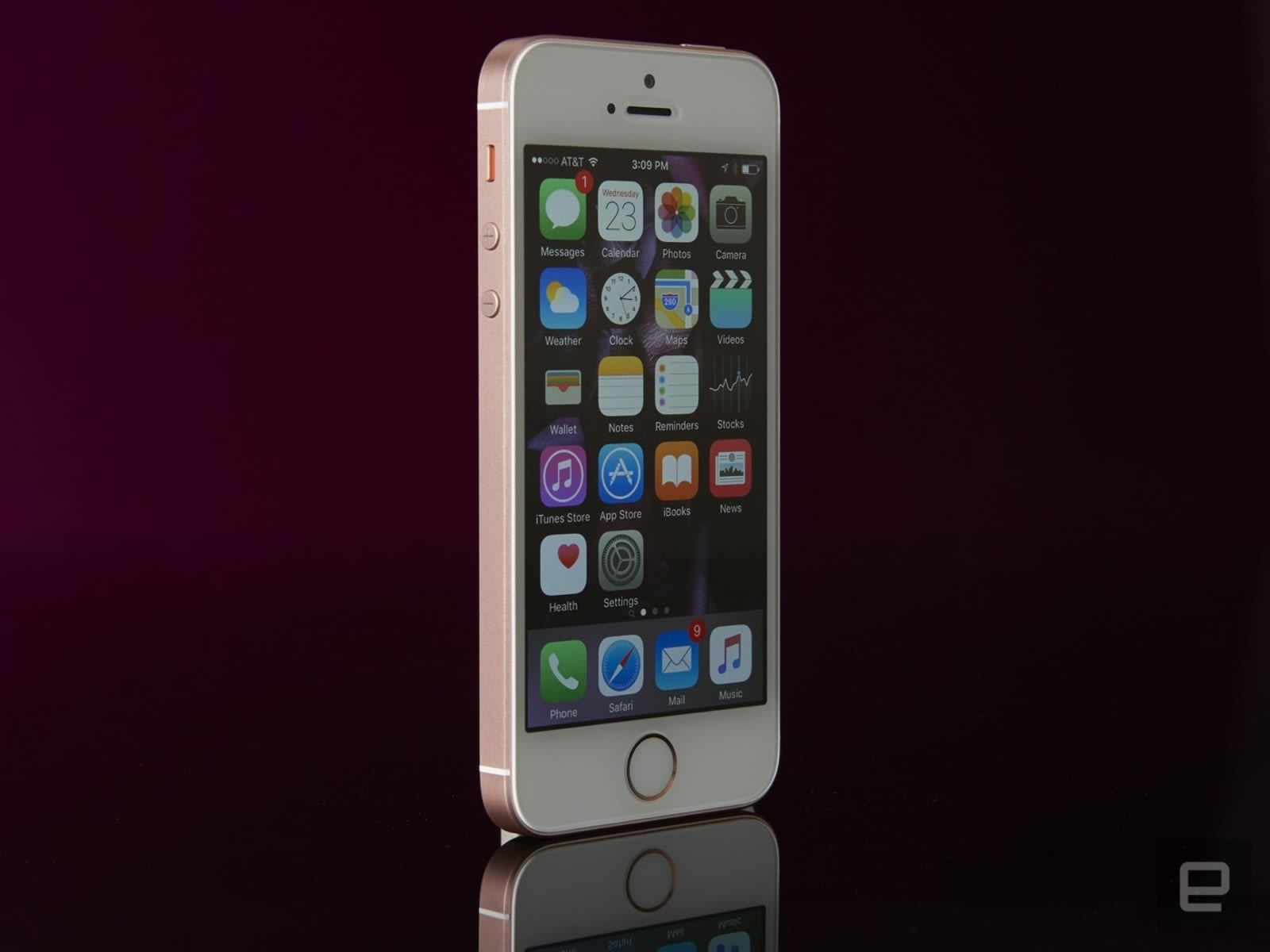iPhone SE goes back on sale as a $249 clearance item