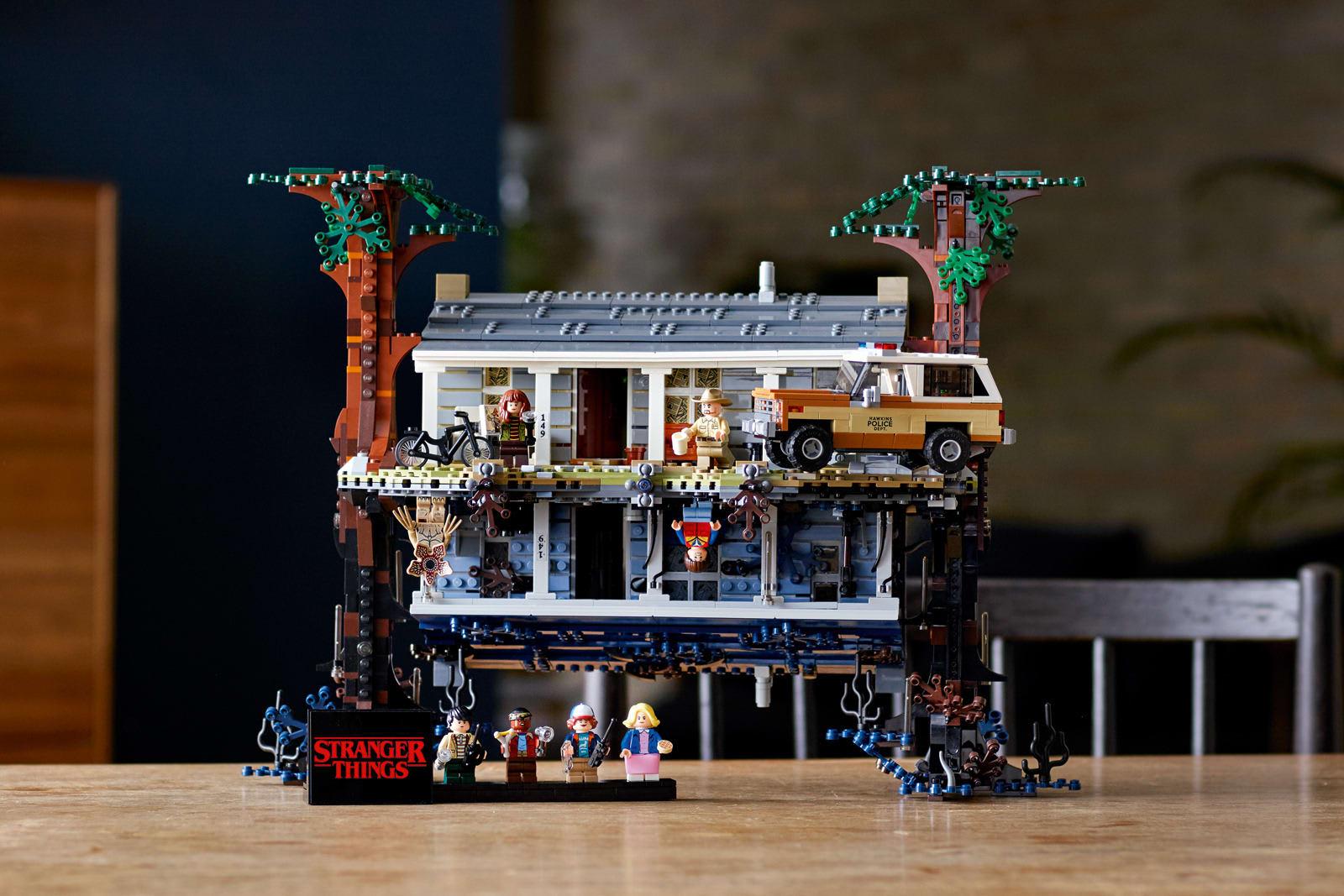 Лего очень странные дела