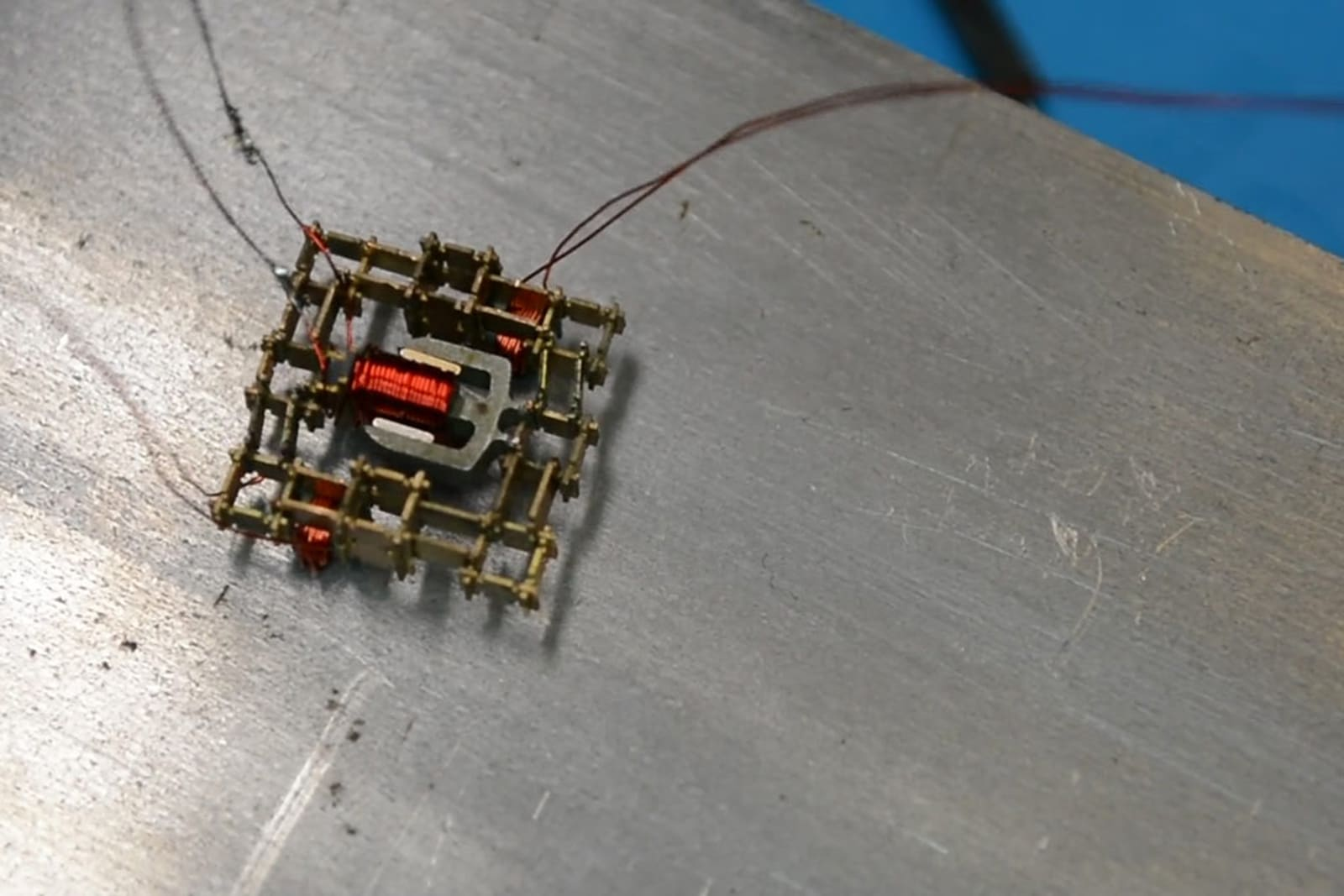 Tiny 'walking' motor could help robots build other robots