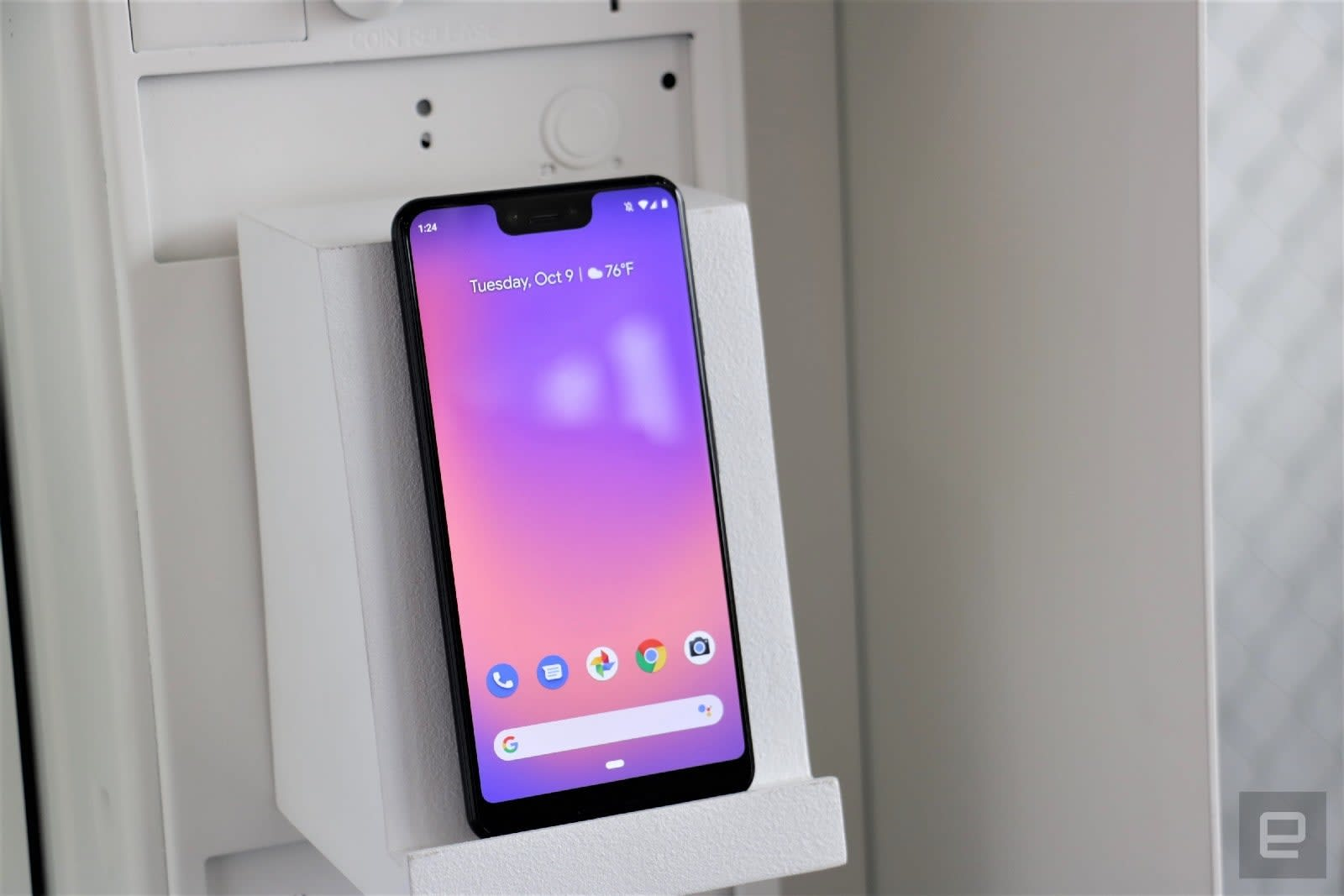 Google's compact, Pixel 4-like Assistant starts reaching older phones