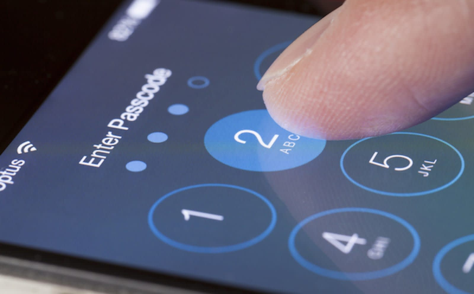 Security researcher bypasses iPhone's limit on passcode attempts