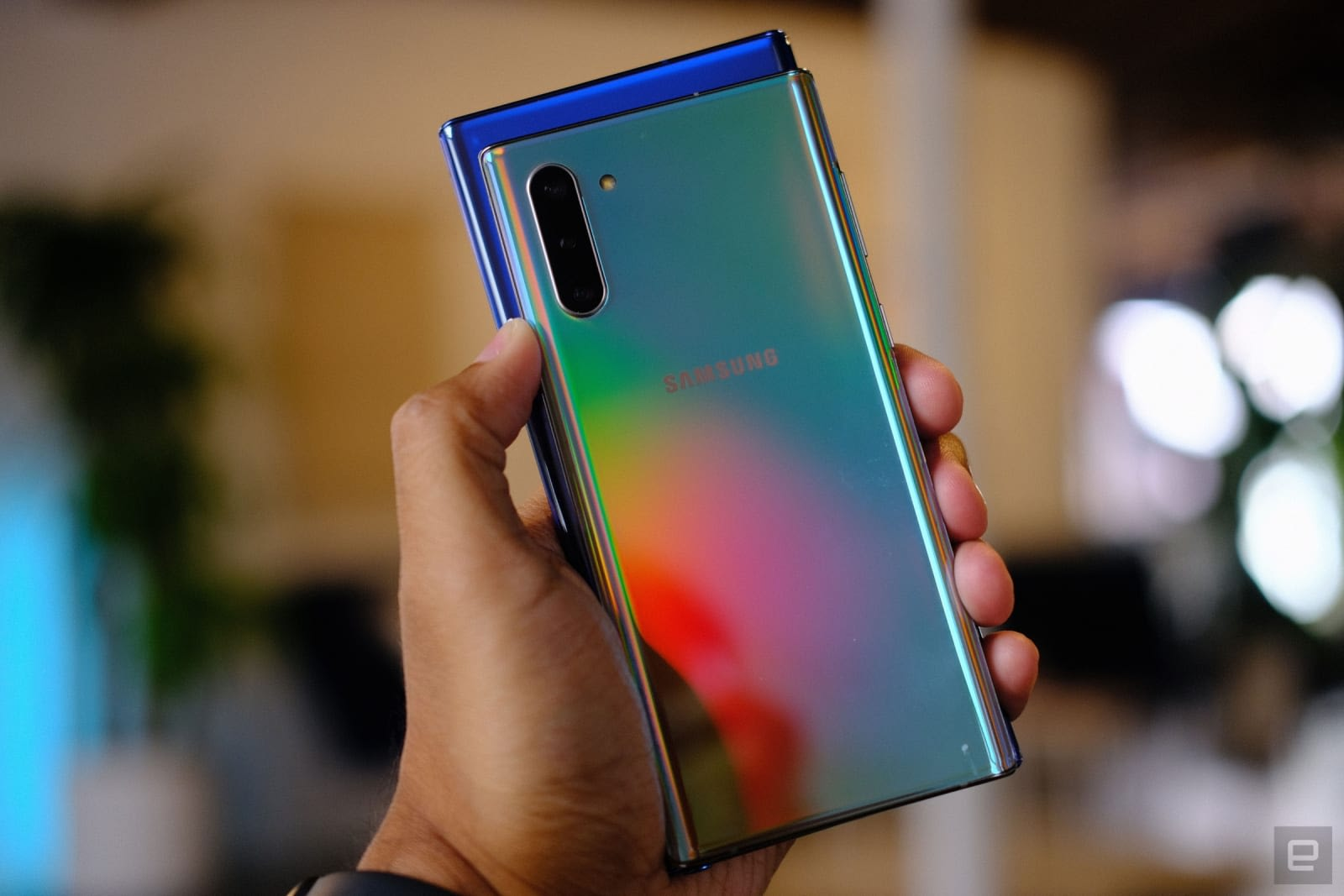 نتيجة بحث الصور عن ‪Galaxy Note 10 and 10 Plus hands-on: the small one is a big deal‬‏