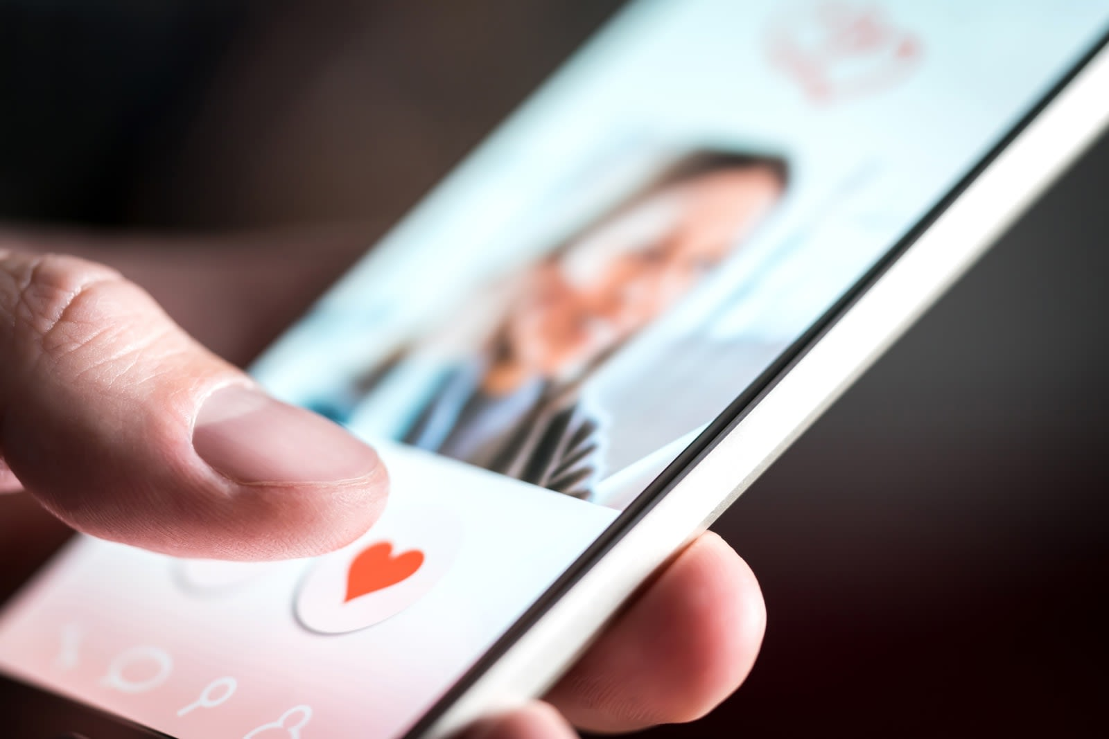 App stores pull dating apps after FTC warning about underage