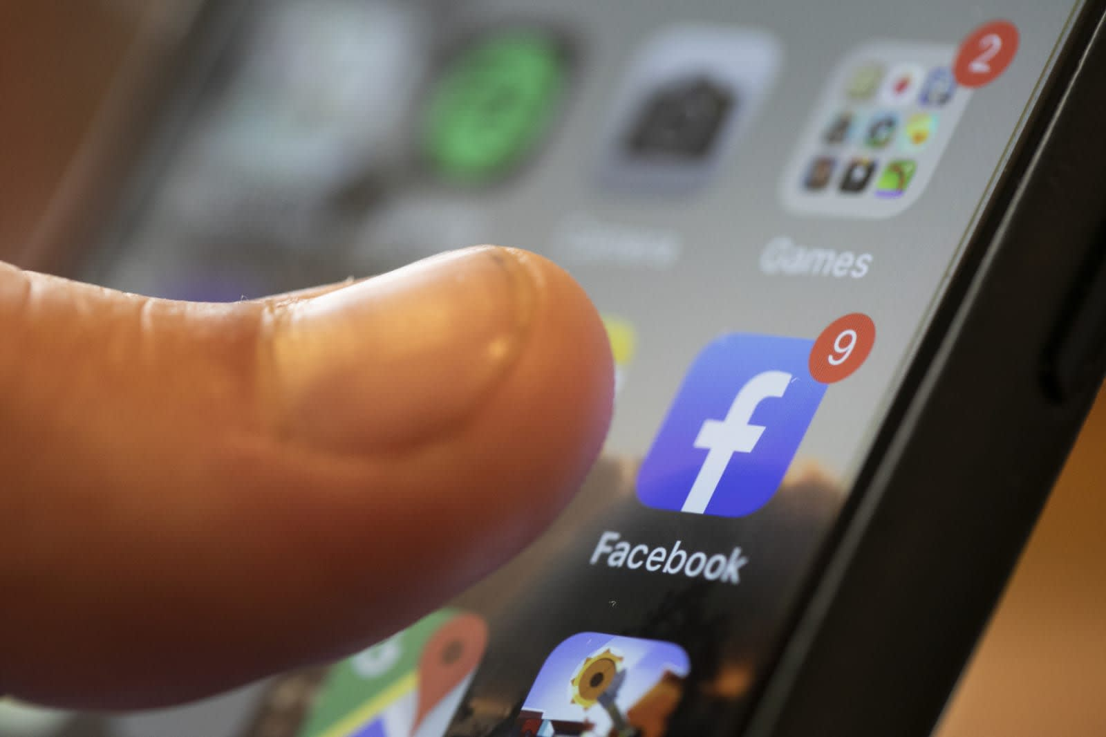 Facebook will use humans to curate its News Tab