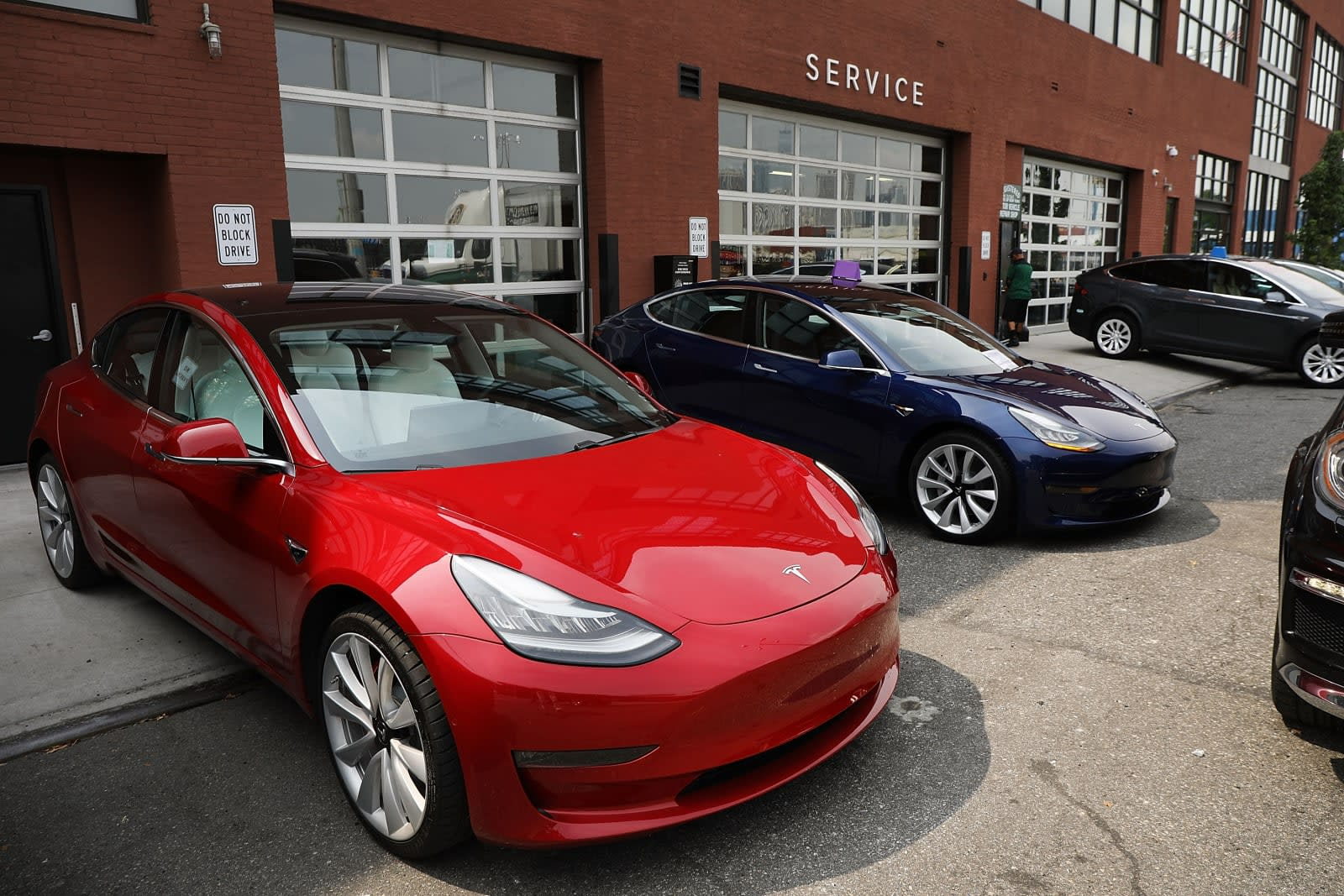 Now Tesla owners can attach a picture to their repair request