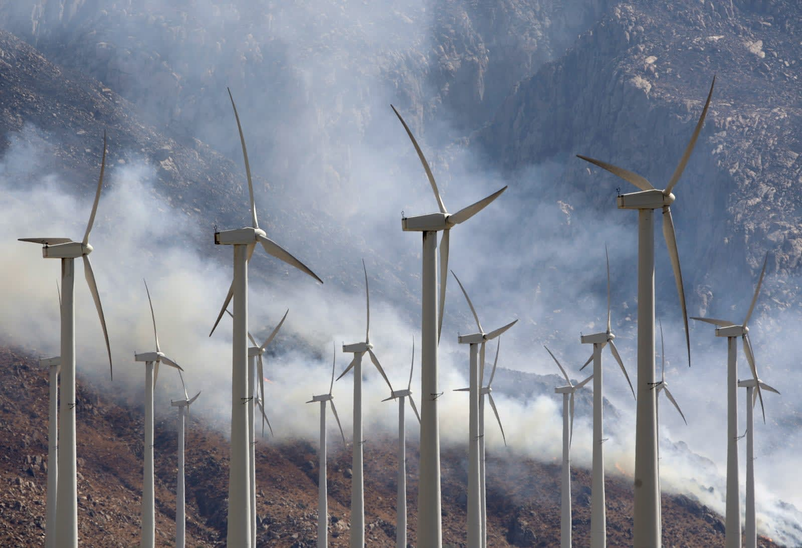91b4e8a25 California lawmakers pass bill to phase out fossil fuels by 2045