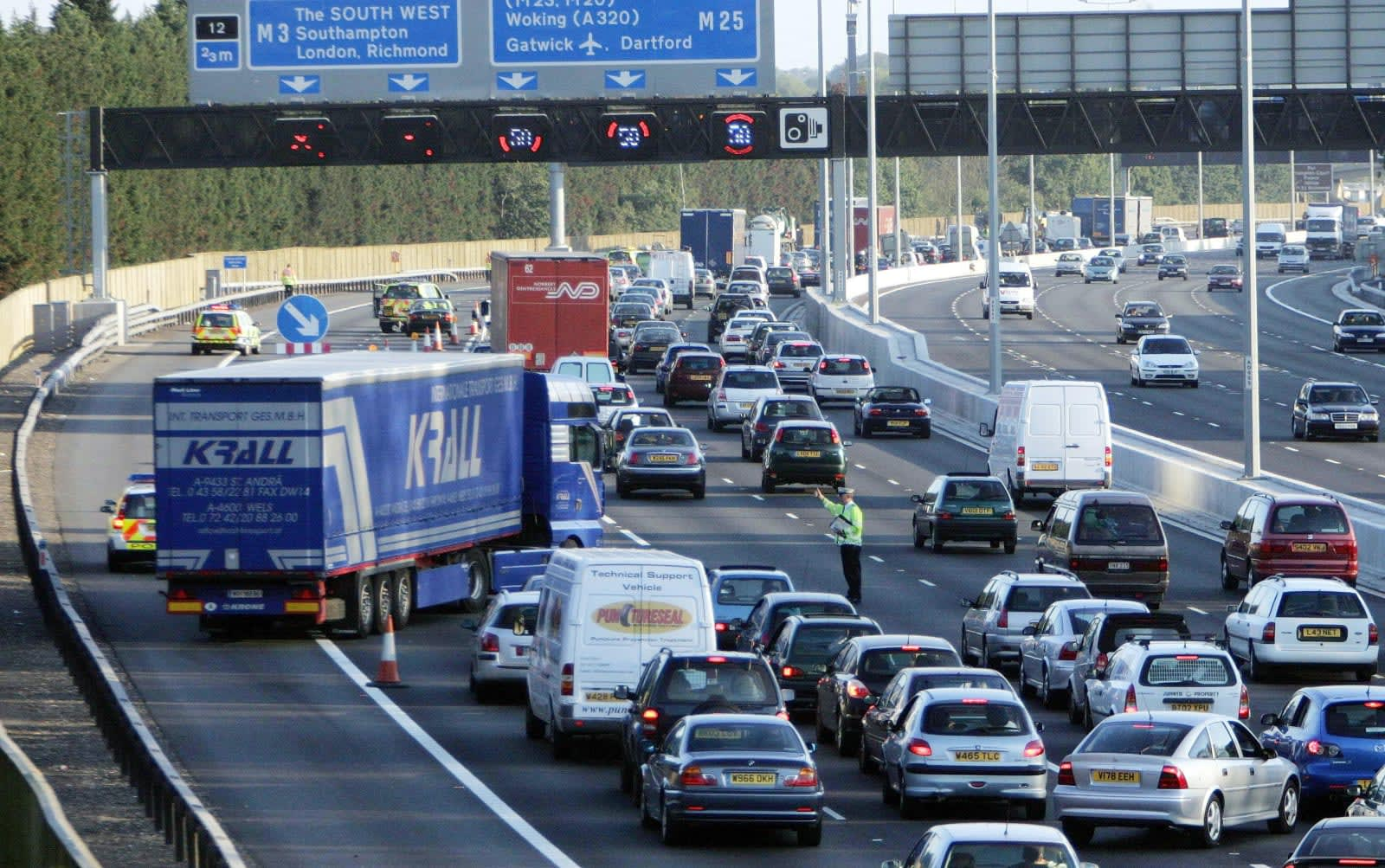 UK plans to let drivers report road accidents online