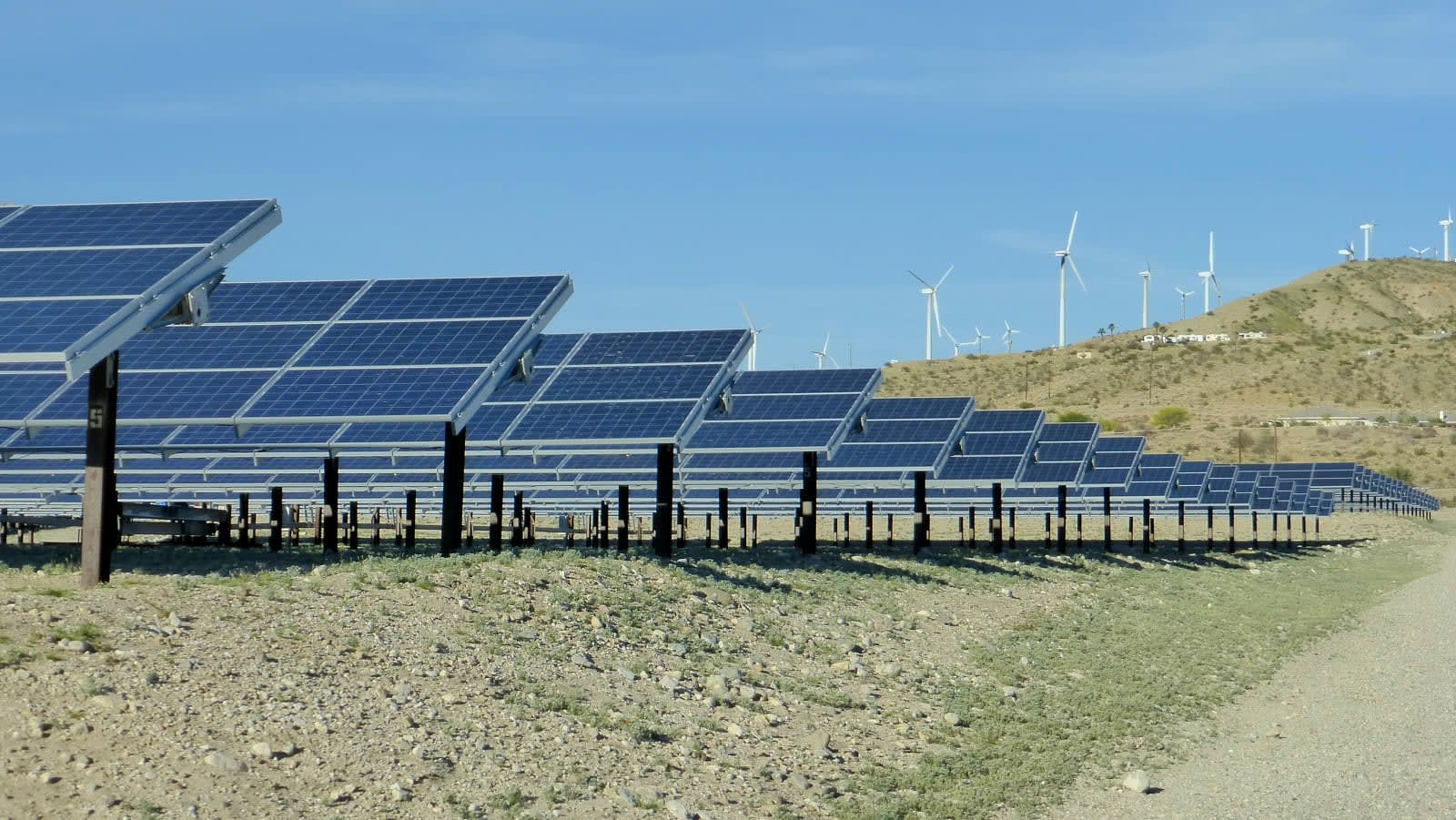 Recommended Reading: Replacing crops with solar panels