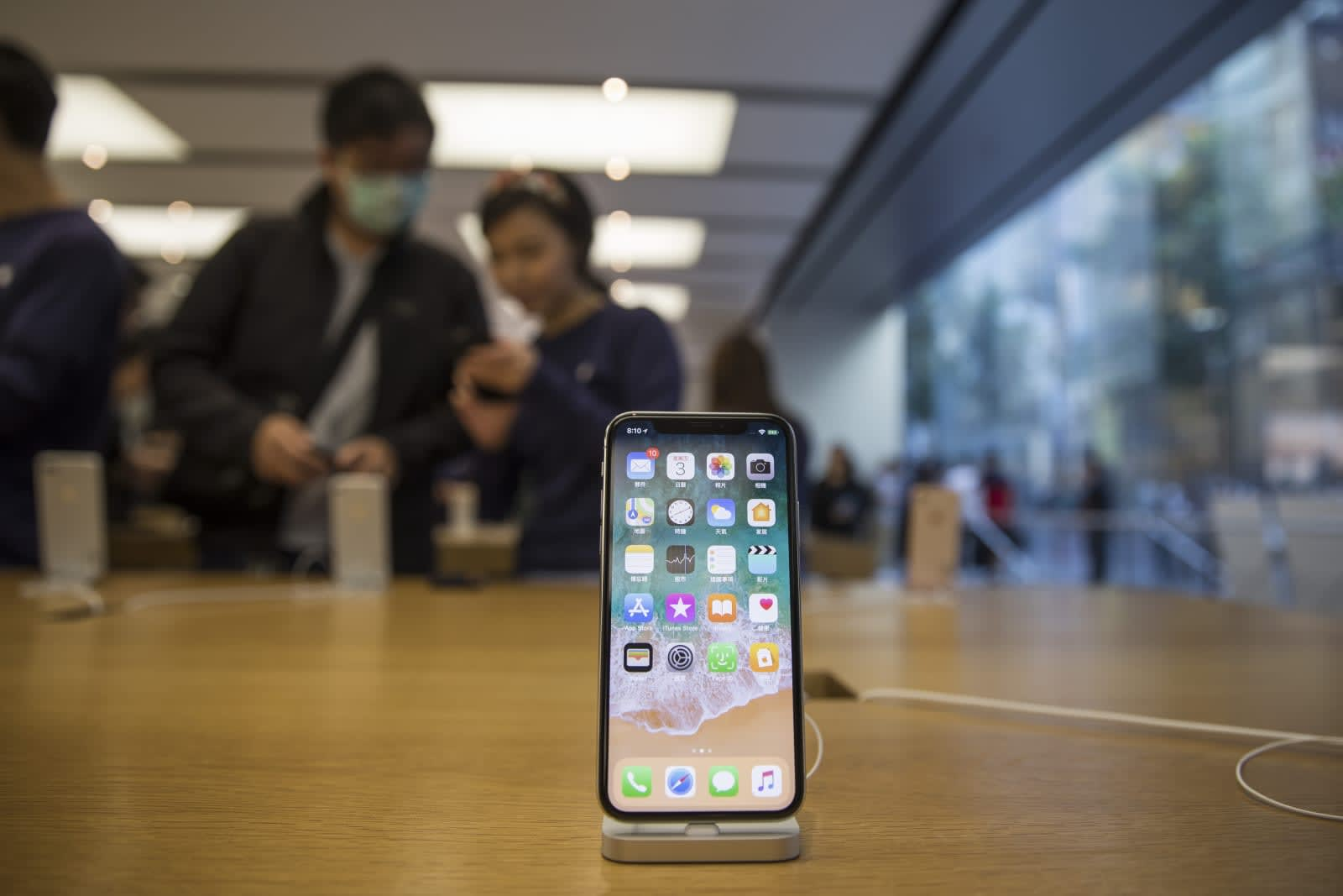 Apple clamps down on calling apps in China to obey local laws