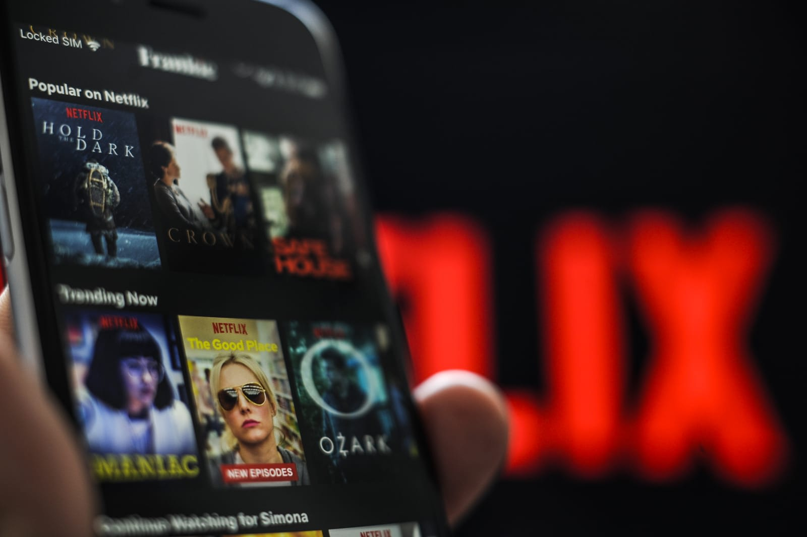 Netflix tests an Instagram-style scrolling feed in its