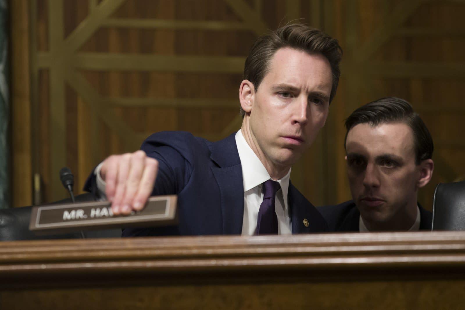 Senators ask FTC to investigate how social networks curate content