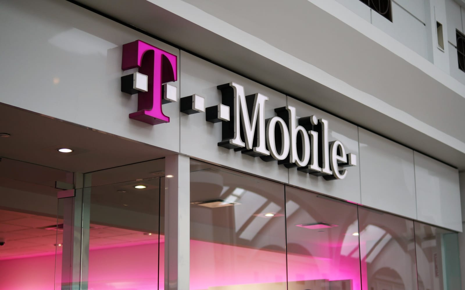 T-Mobile website bug let hackers steal data with a phone number