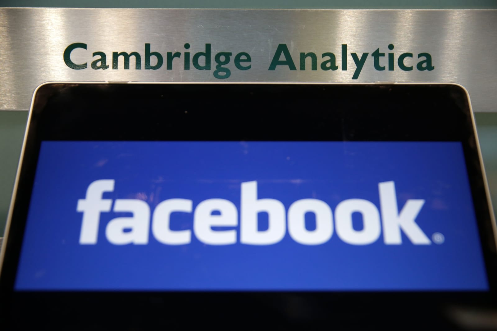 Cambridge Analytica tries to shoot down Facebook data sharing claims