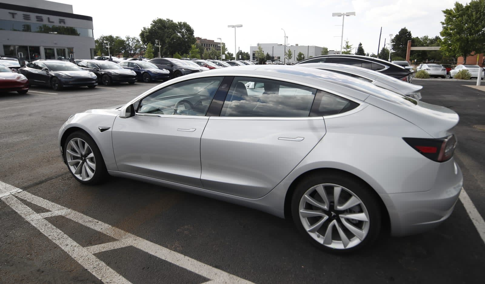 Tesla's Summon upgrade turns vehicles into remote-controlled cars