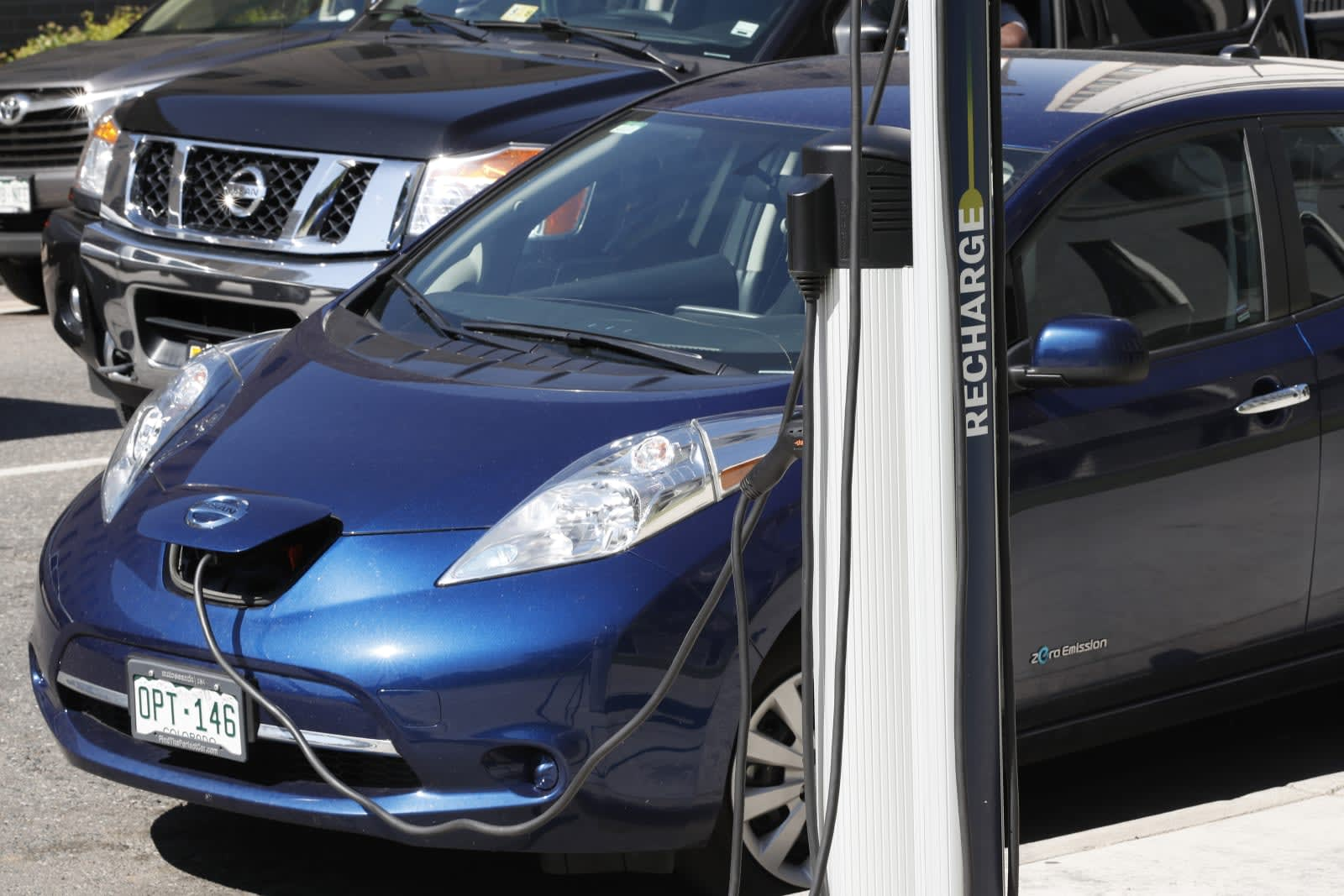 Colorado hopes to fine gas car drivers who park at EV stations