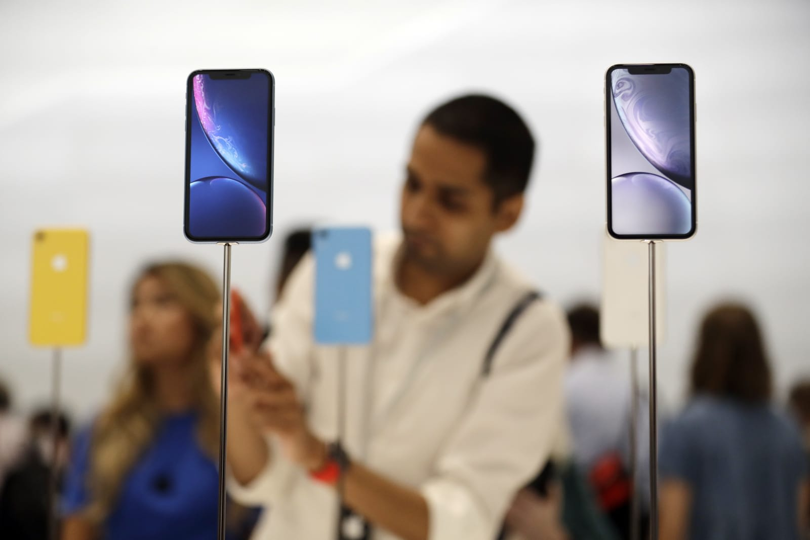 Apple in 'advanced' discussions to buy Intel's modem division