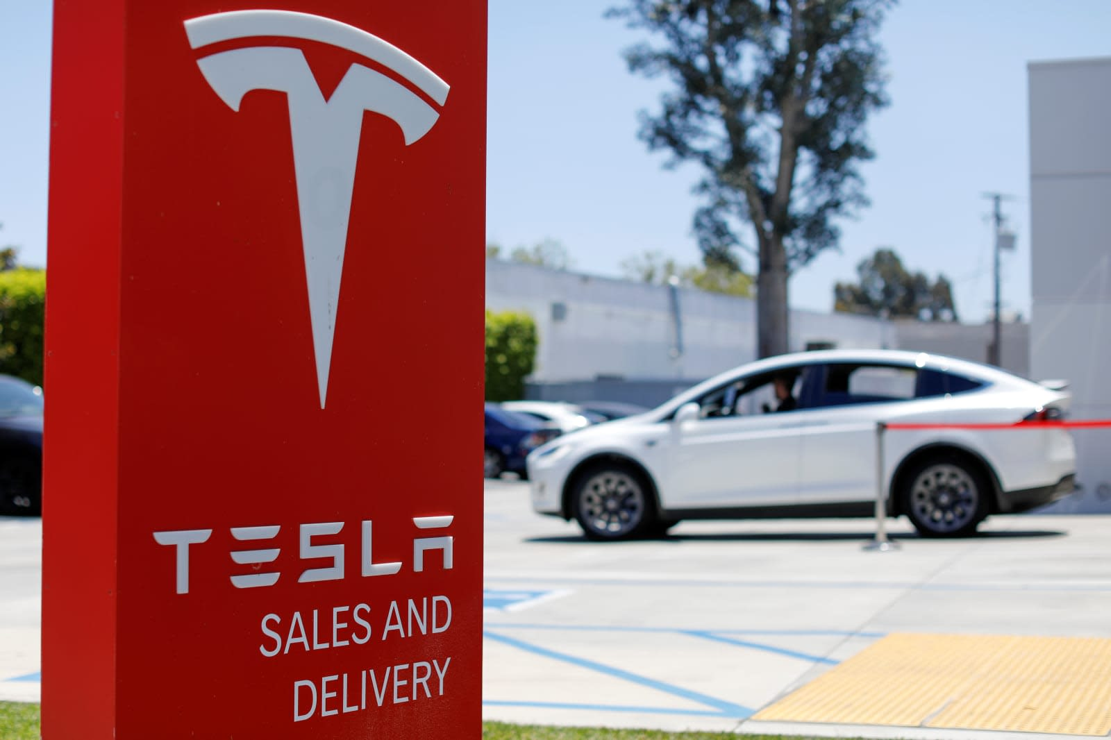 tesla 39 s 7 500 ev tax credit is close to disappearing. Black Bedroom Furniture Sets. Home Design Ideas